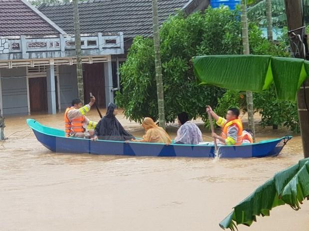 Vietnamitas en Camboya realizan donativos para respaldar a compatriotas en el pais de origen hinh anh 1