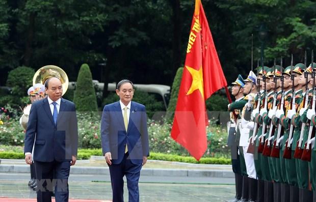 Medios japoneses destacan importancia del viaje del premier Suga Yoshihide a Vietnam hinh anh 1