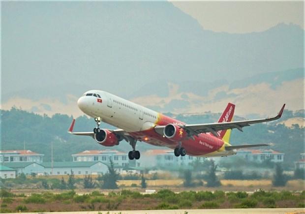 Vietjet apoya a pasajeros que viajan desde y hacia la region central hinh anh 1