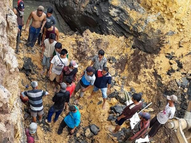 Reportan 11 fallecidos en deslizamiento de tierra en Indonesia hinh anh 1