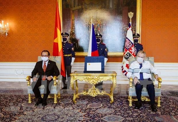 Presidente checo destaca la amistad con Vietnam hinh anh 1