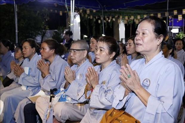 Comunidad de vietnamitas en Laos organiza requiem en homenaje a personas fallecidas por desastres naturales hinh anh 1