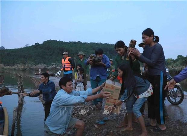 Cruz Roja de Hanoi recauda fondos a ayudar a poblacion afectada por desastres naturales hinh anh 1
