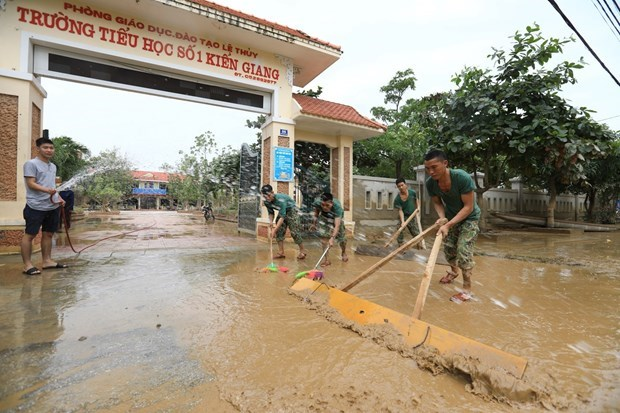 Azotara al Mar del Este de Vietnam noveno tifon de 2020 hinh anh 1