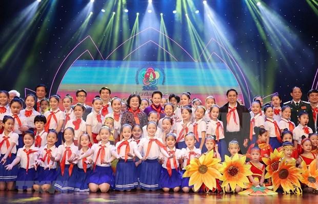 Elogian a alumnos destacados en Vietnam hinh anh 1