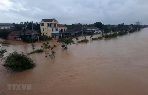 Organismos internacionales ayudan a pobladores vietnamitas afectados por inundaciones hinh anh 1