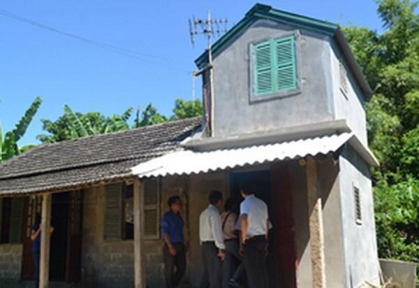 Vietnamitas de escasos recursos en la region central son beneficiados con casas resistentes a tormentas hinh anh 1
