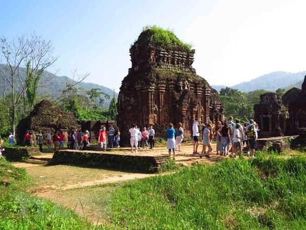 Aumenta llegada de visitantes internacionales a Vietnam en octubre hinh anh 1