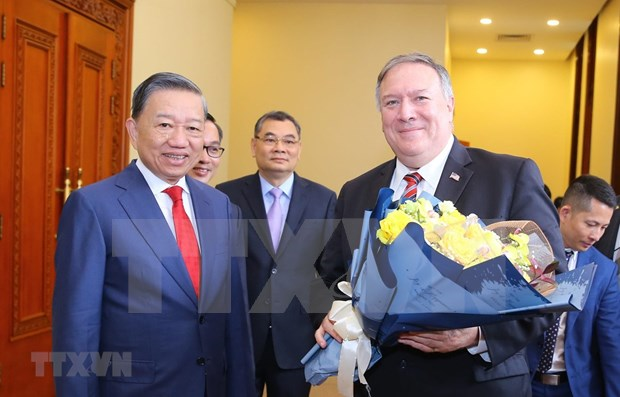Estados Unidos da dos millones de dolares para aliviar secuelas de desastres en Vietnam hinh anh 1