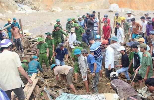 Rescatan a 33 personas en deslaves en una comuna de la provincia vietnamita de Quang Nam hinh anh 1