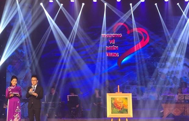 Programa artistico recauda fondo para pobladores afectados por desastres naturales en el centro de Vietnam hinh anh 1