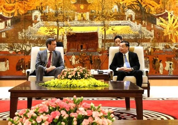 Hanoi aprecia el apoyo del BAD en desarrollo de infraestructura urbana hinh anh 1