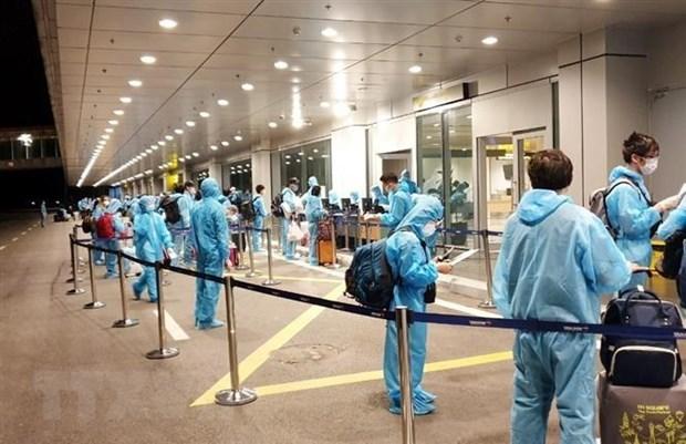 Regresan a tierra natal 270 ciudadanos vietnamitas desde Reino Unido hinh anh 1