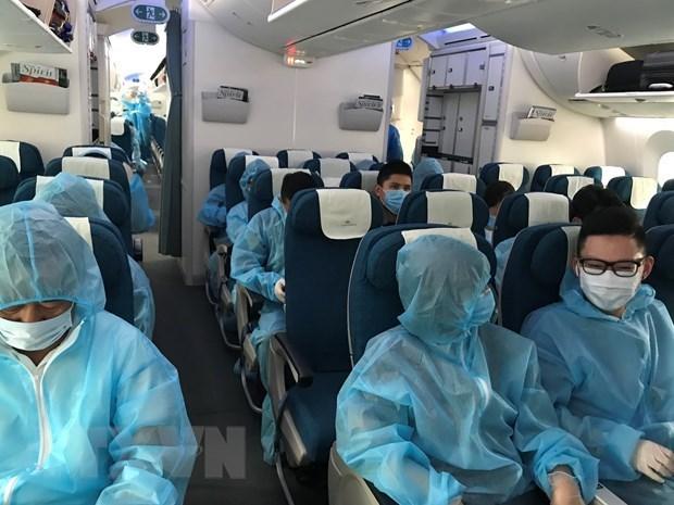 Regresan a tierra natal 320 ciudadanos vietnamitas desde paises europeos hinh anh 1