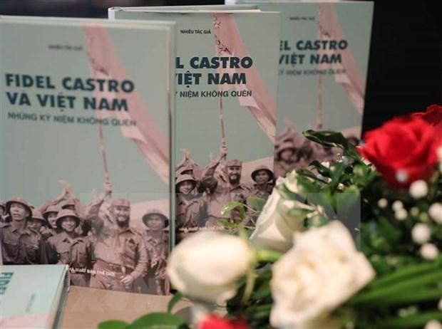 """Presentan el libro """"Fidel Castro y Vietnam - Recuerdos Inolvidables"""" hinh anh 1"""