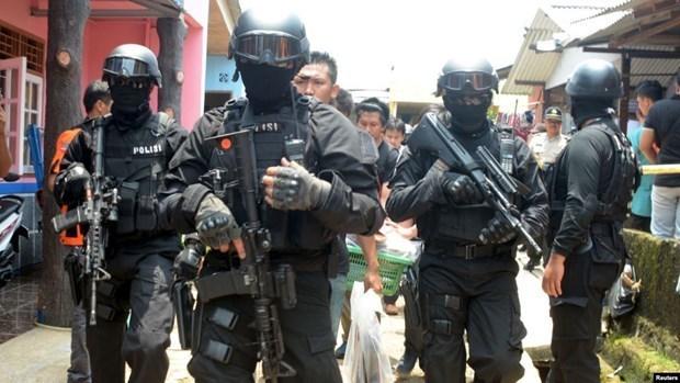 Policia de Indonesia arresta a seis presuntos terroristas hinh anh 1