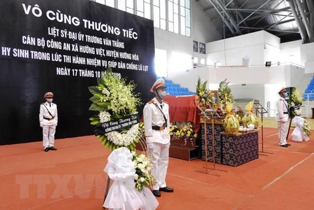 Destacan aportes de fuerzas policiacas a actividades de rescate en desastres naturales en Vietnam hinh anh 1
