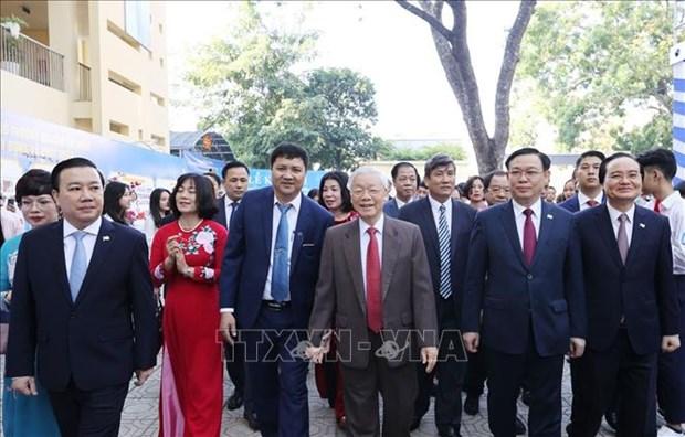Maximo dirigente de Vietnam asiste a aniversario 70º de escuela Nguyen Gia Thieu hinh anh 1