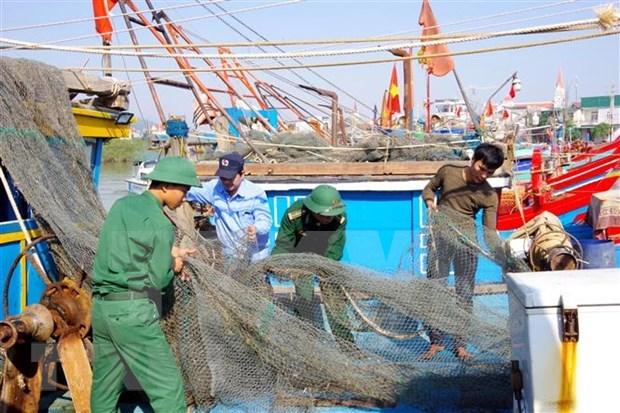 Premier de Vietnam exige adoptar medidas urgentes para enfrentar el tifon Vamco hinh anh 1