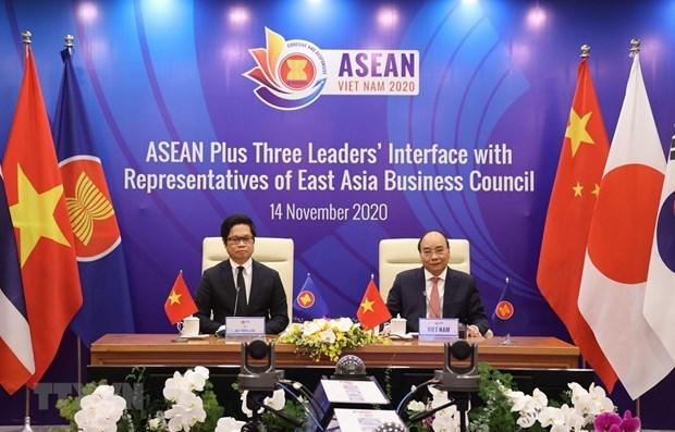 Dialogan lideres de ASEAN +3 con representantes del Consejo Empresarial de Asia Oriental hinh anh 1