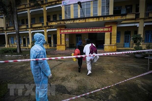 Rastrean en Vietnam contactos cercanos de caso sospechoso del COVID-19 hinh anh 1