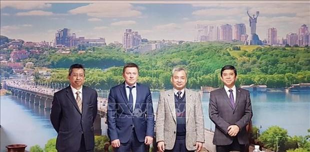 Embajadores de ASEAN promueven asociacion con Ucrania hinh anh 1