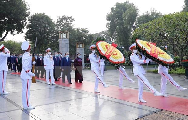 Rinden tributo al Presidente Ho Chi Minh a 90 anos de fundacion del Frente de la Patria hinh anh 1