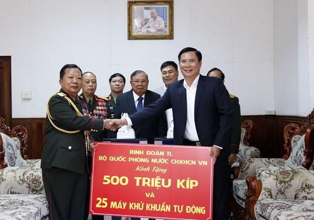 Ministerio de Defensa de Vietnam apoya a Laos en combate contra COVID-19 hinh anh 1