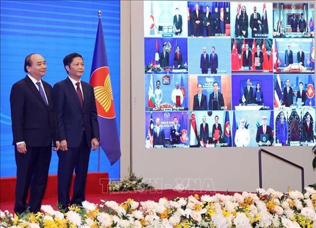 Diplomatico indonesio destaca la importancia de la firma del RCEP hinh anh 1