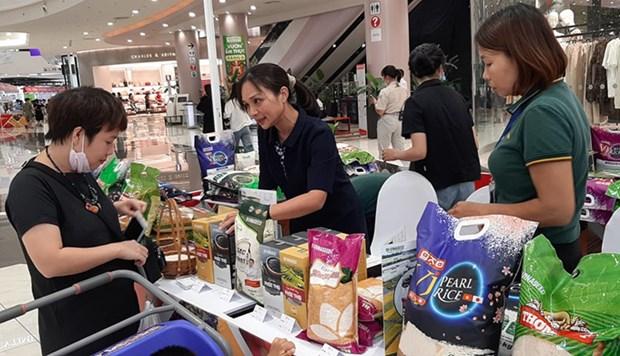 Presentan productos agricolas descatados en centro comercial en Hanoi hinh anh 1