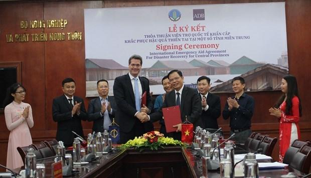 Banco asiatico ofrece ayuda financiera a Vietnam para superar consecuencias de desastres hinh anh 1