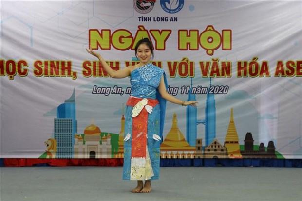 Celebran Dia estudiantil de la cultura de ASEAN en provincia vietnamita de Long An hinh anh 1
