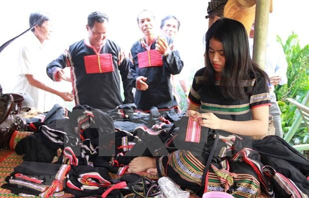 Concluye el segundo Festival de brocados de Vietnam hinh anh 1
