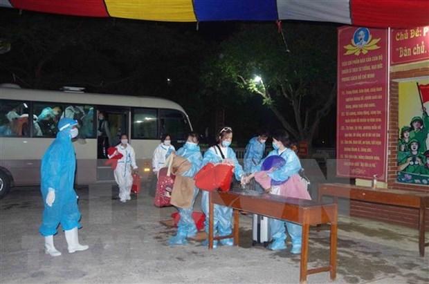 Retornan mas de 210 ciudadanos vietnamitas desde Japon hinh anh 1