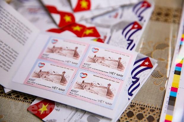 Emiten coleccion conjunta de estampillas postales Vietnam-Cuba hinh anh 1
