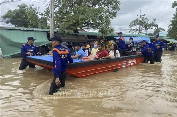 Tailandia y la India sufren graves consecuencias de inundaciones hinh anh 1