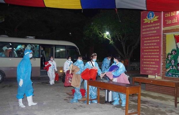 Repatrian a mas de 240 ciudadanos vietnamitas de Singapur hinh anh 1