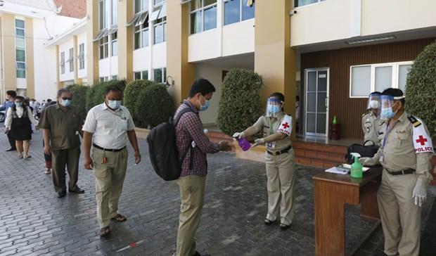 Camboya endurece las medidas de prevencion ante infeccion local del COVID-19 hinh anh 1