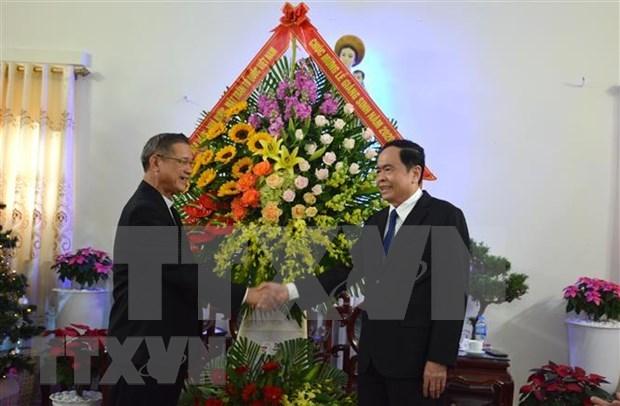 Dirigente del Frente de Patria de Vietnam felicita a catolicos en ocasion de Navidad hinh anh 1