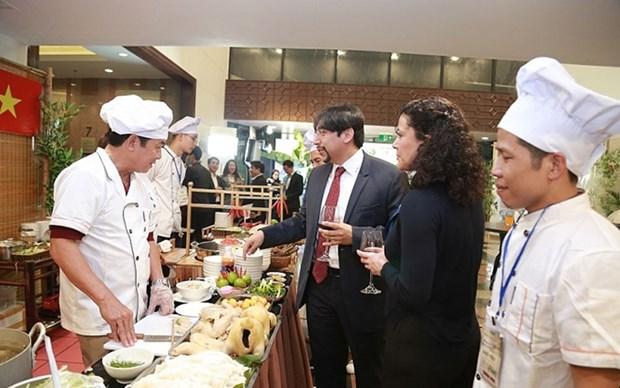 """Exponen la belleza de la cultura culinaria vietnamita en la gala """"Historia de Pho"""" hinh anh 1"""