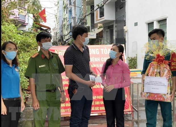 Ciudad Ho Chi Minh ayuda a trabajadores informales afectados por COVID-19 hinh anh 1