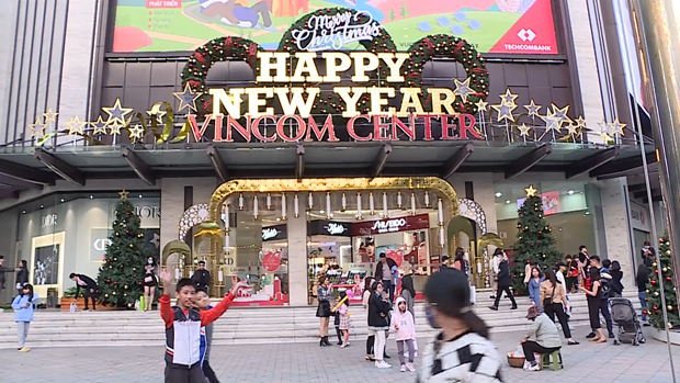La atmosfera navidena se extiende por todas partes en Vietnam hinh anh 1