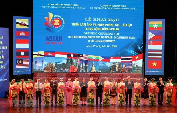 Inauguran exposicion de fotos y documentales sobre la ASEAN en provincia vietnamita hinh anh 1