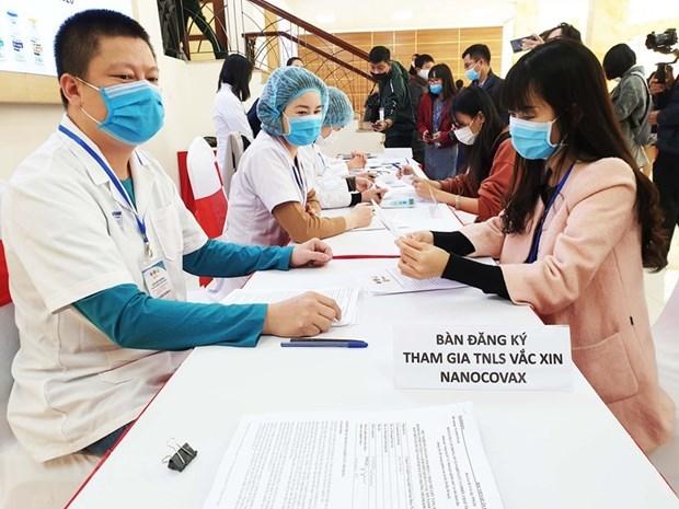 Aplican primera inyeccion de vacuna vietnamita contra COVID-19 en seres humanos hinh anh 1