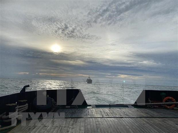 Vietnam rescata carguero de Rusia accidentado en el mar hinh anh 1