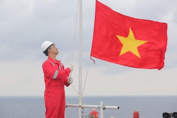 Ceremonia de izamiento de bandera de empresa vietnamita establece record hinh anh 1