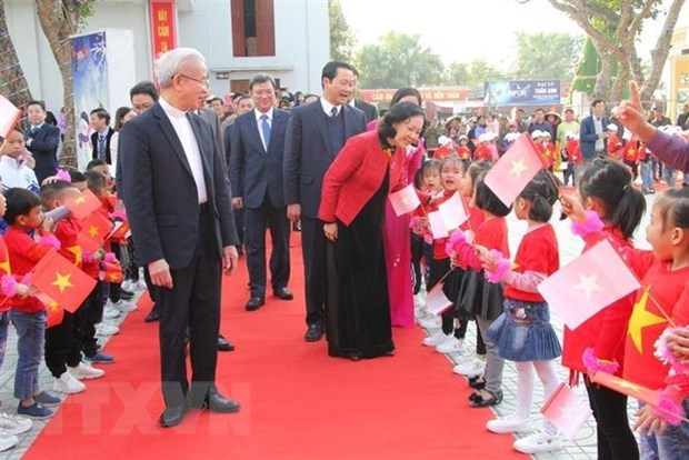 Felicitan por Navidad a comunidad catolica en provincia vietnamita de Thanh Hoa hinh anh 1