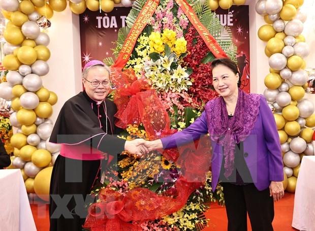 Extienden felicitaciones navidenas a comunidad catolica en ciudad vietnamita hinh anh 1