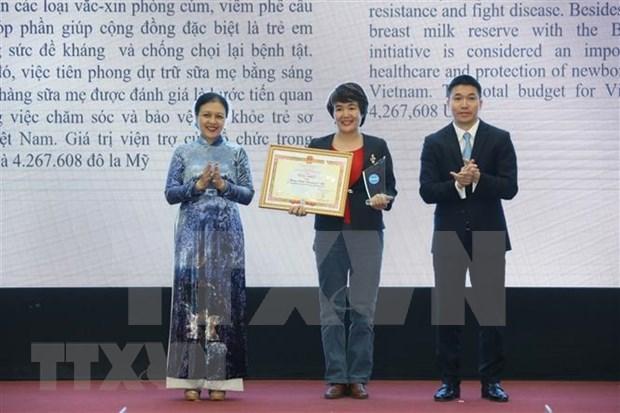 Entregan certificados de meritos a organizaciones no gubernamentales extranjeras en Vietnam hinh anh 1