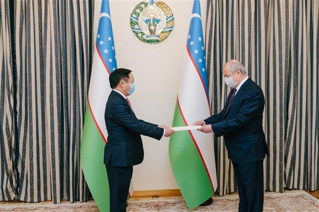 Uzbekistan valora nexos de amistad con Vietnam hinh anh 1